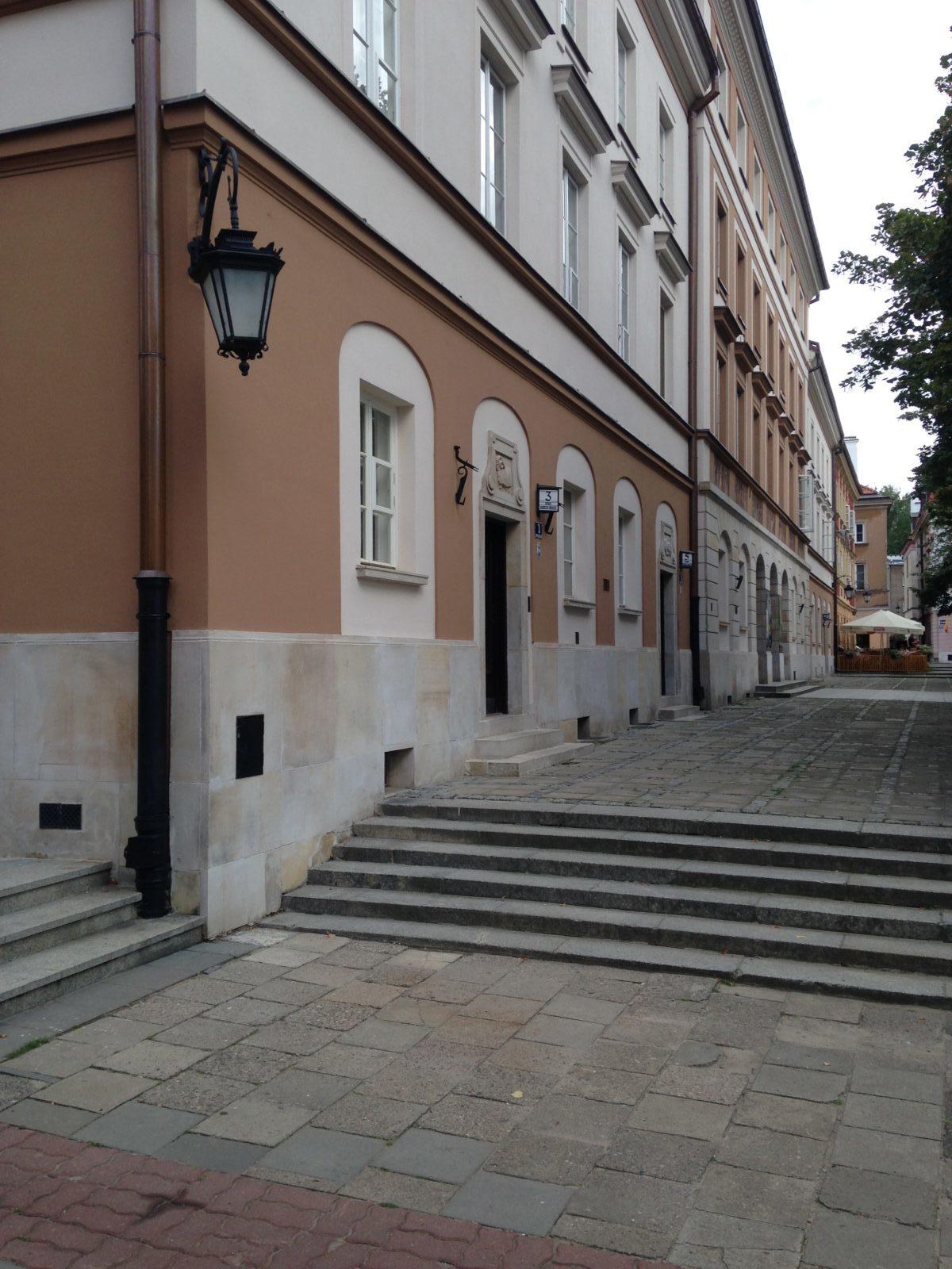 KAMBO renowacja kamiennej elewacji z piaskowca - teatr warszawy rynek nowego miasta
